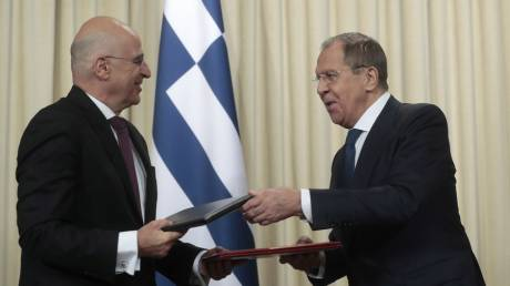 Δένδιας σε Λαβρόφ: Αποδίδουμε μεγάλη σημασία στην προαγωγή των ελληνορωσικών σχέσεων