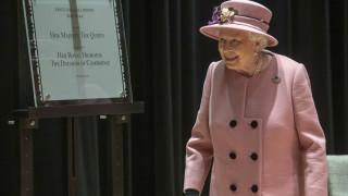 Αλλάζει γκαρνταρόμπα η βασίλισσα Ελισάβετ: Εγκαταλείπει επίσημα την αληθινή γούνα