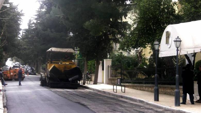Σε αυτούς του 127 δρόμους της Αθήνας γίνονται έργα ασφαλτόστρωσης