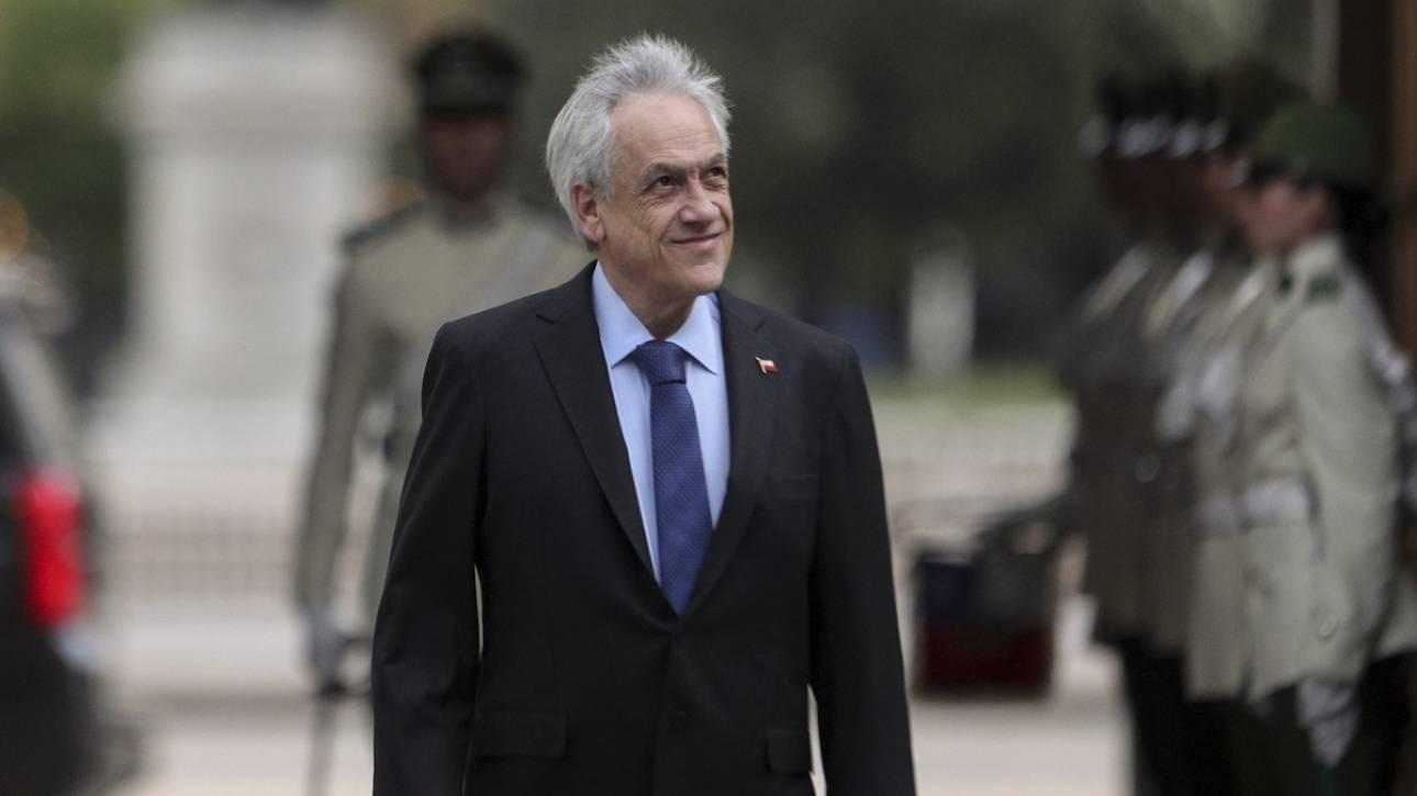 Χιλή: Ο Πινιέρα προσπαθεί να κατευνάσει την οργή του κόσμου - Υπέγραψε αύξηση του κατώτατου μισθού