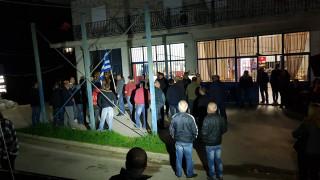 Λάρισα: «Μπλόκο» κατοίκων σε λεωφορείο με 40 ασυνόδευτα προσφυγόπουλα