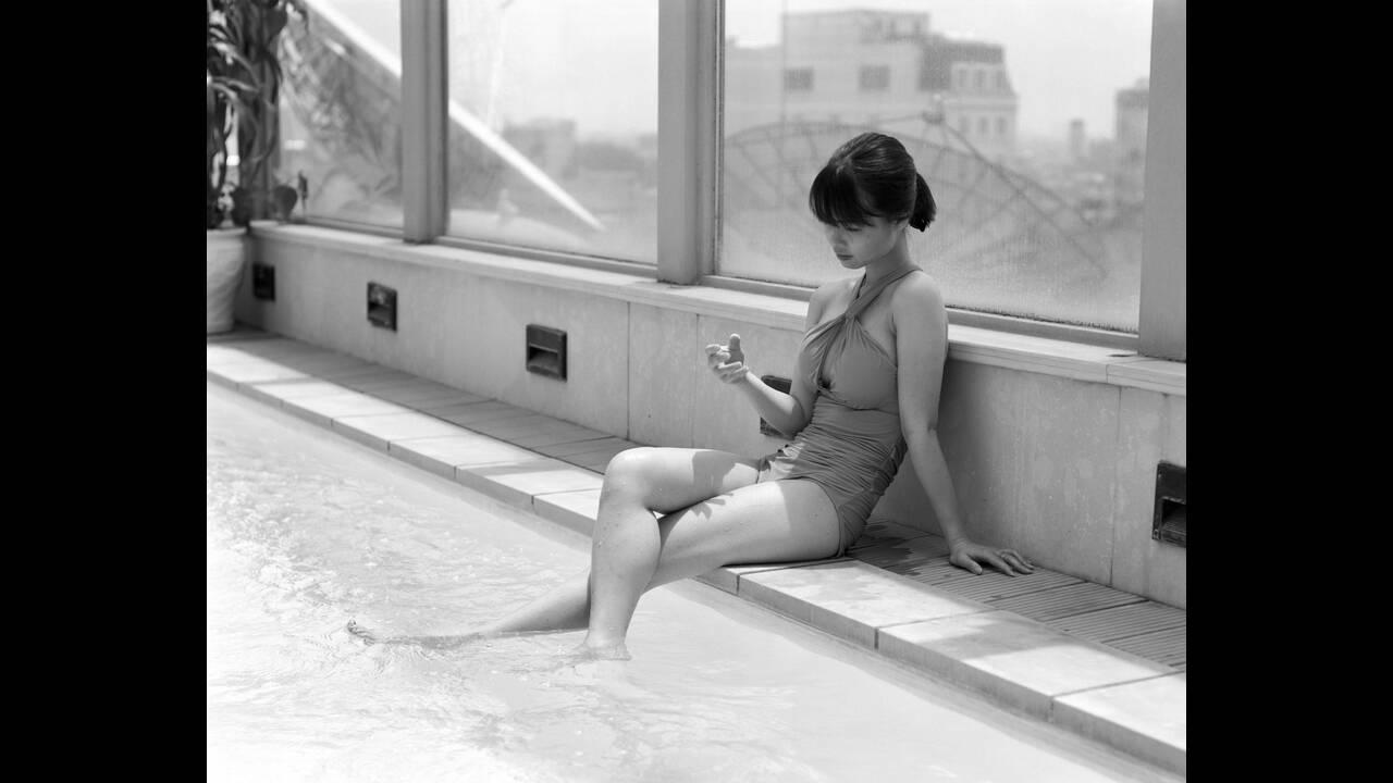https://cdn.cnngreece.gr/media/news/2019/11/07/196557/photos/snapshot/Copy-of-Hanoi-Rooftop-Swimmer.jpg