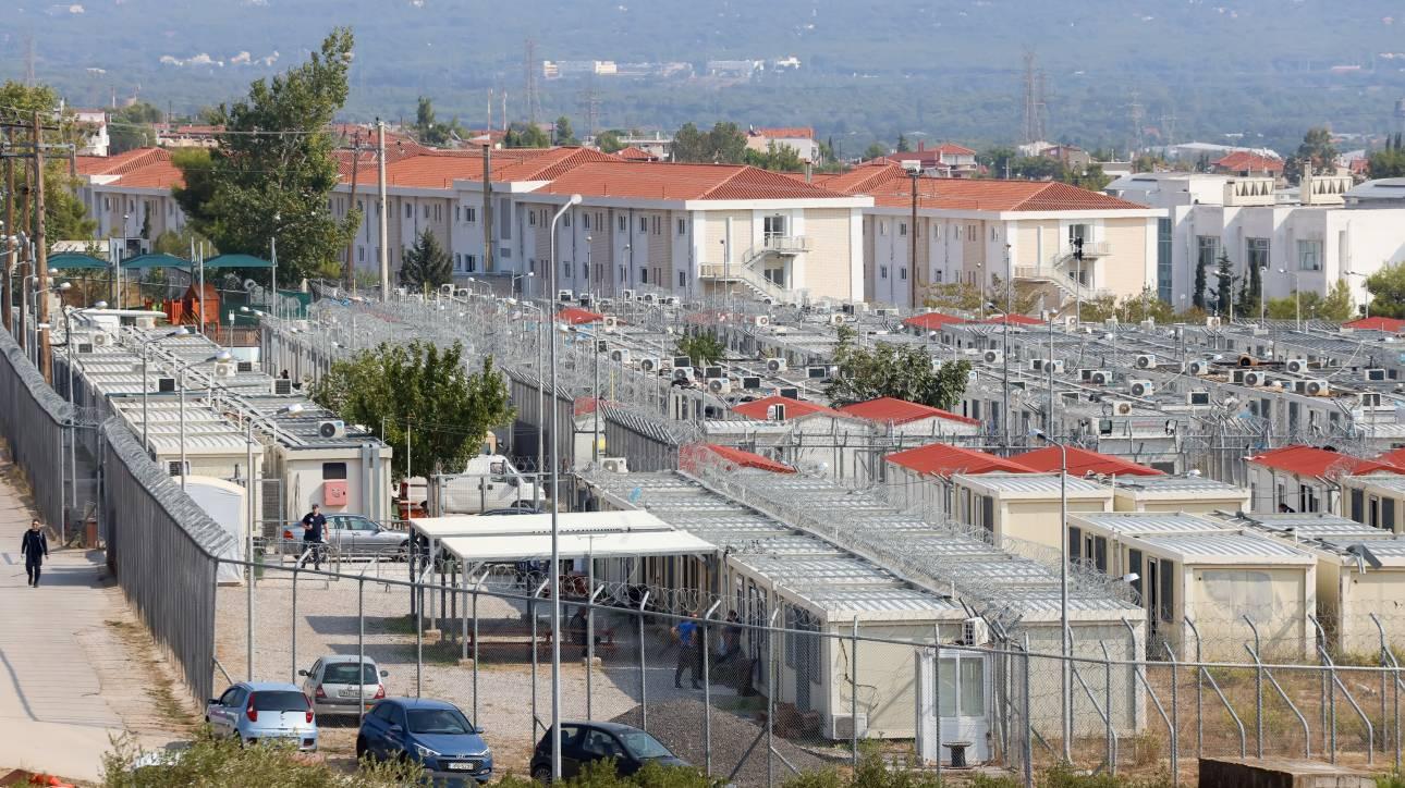 1,2,3 πολλές «Αμυγδαλέζες: Η κυβέρνηση αναζητεί διέξοδο στα κέντρα κράτησης