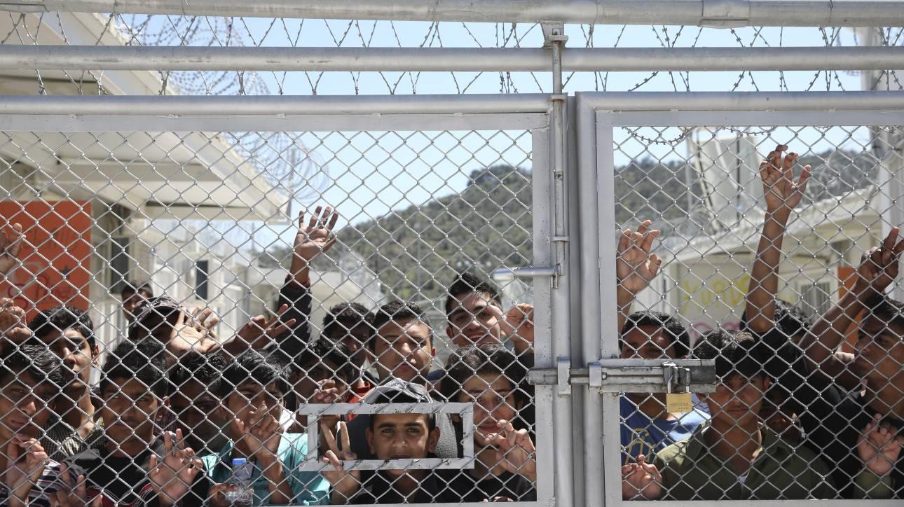 Ανησυχία για τη «συστηματική» κράτηση όλο και περισσότερων προσφυγόπουλων σε αστυνομικά τμήματα