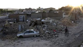 Tρεις νεκροί και 20 τραυματίες από το σεισμό στο Ιράν