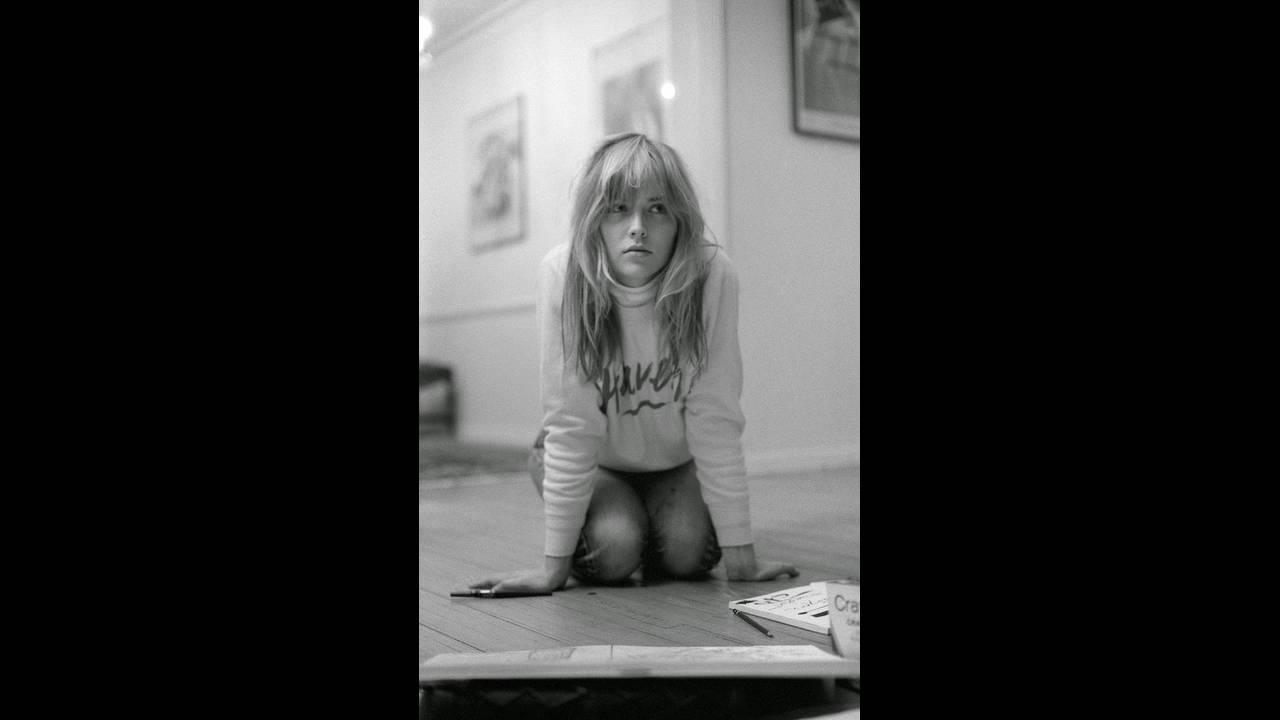 https://cdn.cnngreece.gr/media/news/2019/11/08/196684/photos/snapshot/BlackWhitePortraitsofSharonStonein19839.jpg