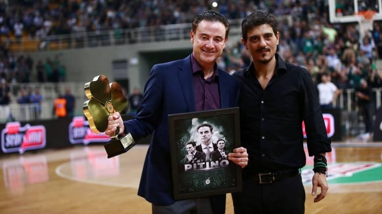 Αποθέωση στο ΟΑΚΑ για τον Ρικ Πιτίνο - Βραβεύτηκε από τον Δ. Γιαννακόπουλο
