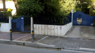 Επιχείρηση της Αντιτρομοκρατικής: Εικόνες έξω από το διαμέρισμα στο Χολαργό