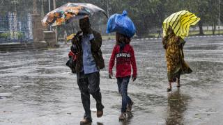 Ο κυκλώνας Μπουλμπούλ σαρώνει τις ακτές της Ινδίας– Δύο νεκροί, χιλιάδες εκτοπισμένοι