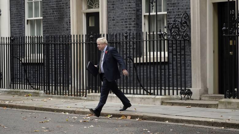 Βρετανία: Διατηρούν το ευρύ προβάδισμα οι Συντηρητικοί του Τζόνσον