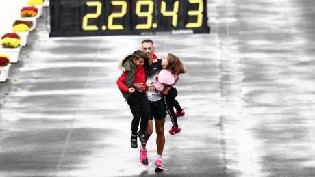 37ος Αυθεντικός Μαραθώνιος Αθήνας: Τα καλύτερα κλικ από τους αγώνες