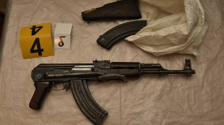 «Επαναστατική Αυτοάμυνα»: Φωτογραφίες από τα όπλα που βρέθηκαν στη γιάφκα