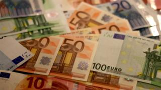 Συναλλαγές με μετρητά: Μειώνεται στο όριο