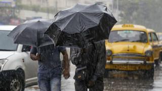 Κυκλώνας Μπουλμπούλ: Σαρώνει Ινδία και Μπαγκλαντές - Δεκάδες νεκροί, τραυματίες και αγνοούμενοι