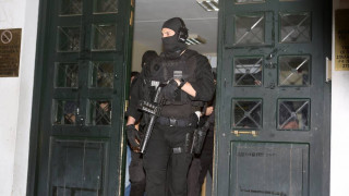 «Επαναστατική Αυτοάμυνα»: Υποψίες για δύο ασύλληπτα μέλη – Εν αναμονή των αναλύσεων
