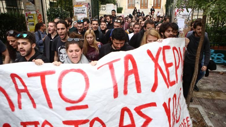 Επεισόδια & χημικά στην ΑΣΟΕΕ: Πορεία προς το Πολυτεχνείο από φοιτητές