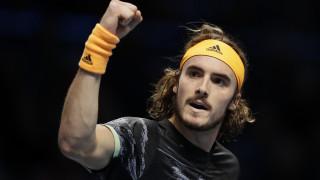 Ο Τσιτσιπάς κέρδισε για πρώτη φορά τον Μεντβέντεφ και συνεχίζει στο ATP Finals