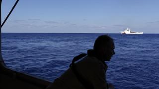 Γαλλία: Διασώθηκε μετανάστης με στολή σερφ που ήθελε να διασχίσει τη Μάγχη κολυμπώντας