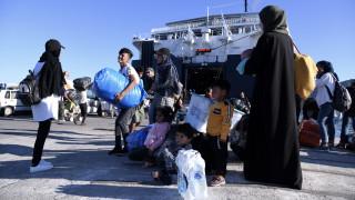 Στο λιμάνι του Πειραιά 367 πρόσφυγες από τη Μυτιλήνη