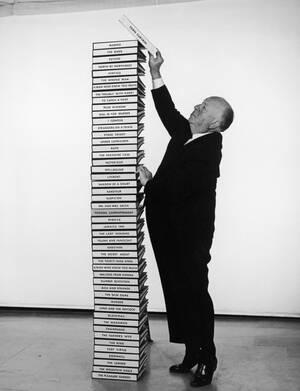 """1965. Ο Άλφρεντ Χίτσκοκ βάζει ένα ακόμα σενάριο επάνω από τα 49 που έχει ήδη σκηνοθετήσει. Η 50ή ταινία είναι το """"Σχισμένο Παραπέτασμα, ένα κατασκοπικό φιλμ."""