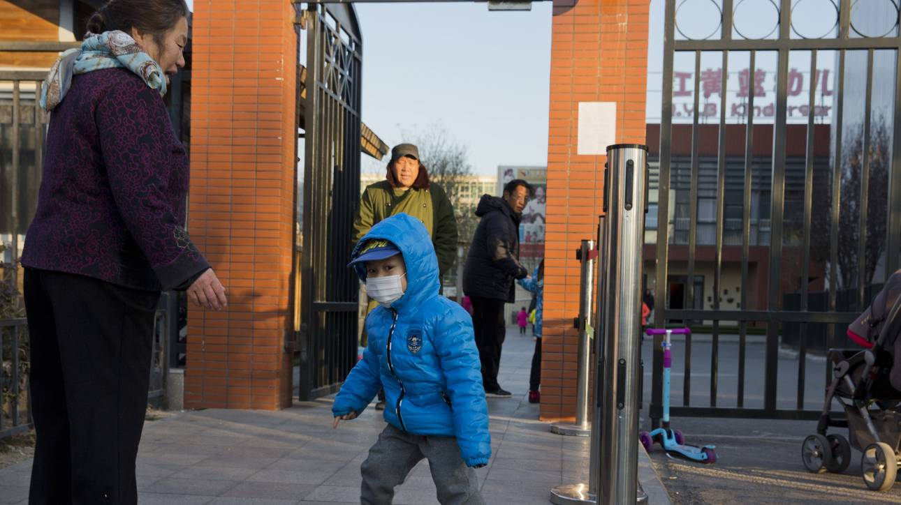 Κίνα: 23χρονος εισέβαλε σε νηπιαγωγείο και επιτέθηκε με διαβρωτικό υγρό σε παιδιά