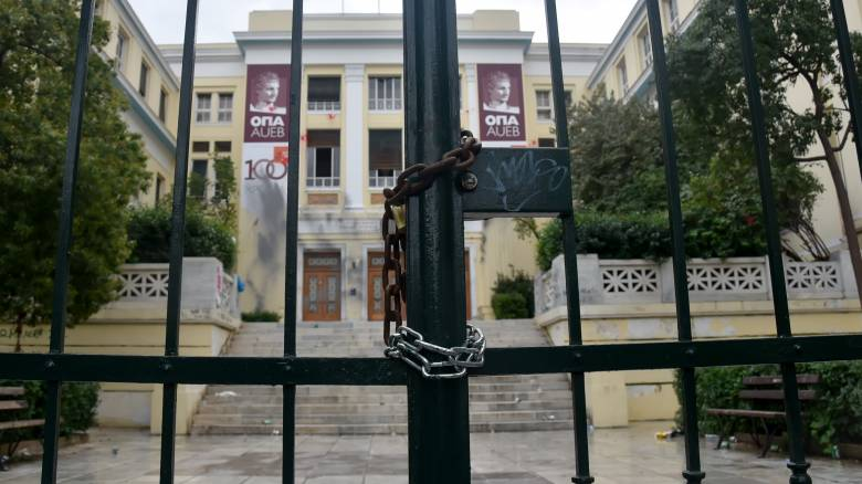 Επεισόδια ΑΣΟΕΕ: Ποινική δίωξη για δύο πλημμελήματα στον συλληφθέντα φοιτητή