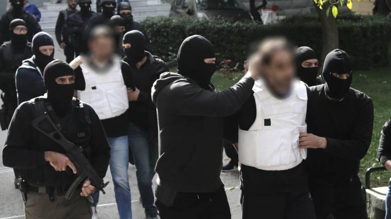 «Επαναστατική Αυτοάμυνα»: Στον ανακριτή για να απολογηθούν οι συλληφθέντες