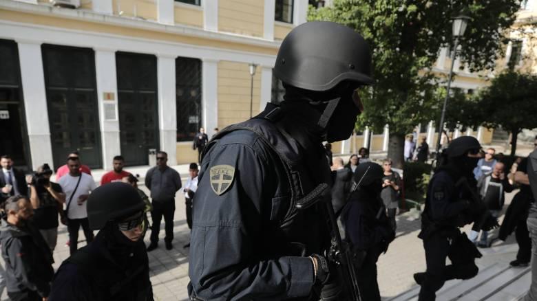 «Επαναστατική Αυτοάμυνα»: Επεισόδια στην Ευελπίδων κατά την απολογία των δύο κατηγορούμενων