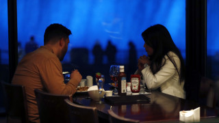 Ο «διακανονισμός» του 21ου αιώνα: Ποιος πληρώνει τον λογαριασμό στο πρώτο ραντεβού;