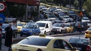Αυξημένη κίνηση στους δρόμους της Αθήνας - Προβλήματα και στα δρομολόγια του Προαστιακού