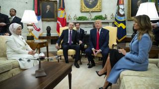 «Φίλοι από παλιά»: Θερμή υποδοχή Ερντογάν από τον Τραμπ - Τι συζητούν οι δύο ηγέτες