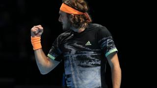 Στέφανος Τσιτσιπάς: Μυθική νίκη και στα ημιτελικά των ATP Finals!