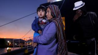 Στο λιμάνι του Πειραιά έφτασαν εκατοντάδες πρόσφυγες από Μυτιλήνη και Χίο