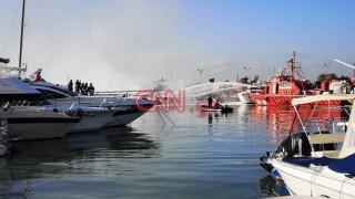 Φωτιά Μαρίνα Γλυφάδας: Κάηκαν ολοσχερώς δεμένα σκάφη