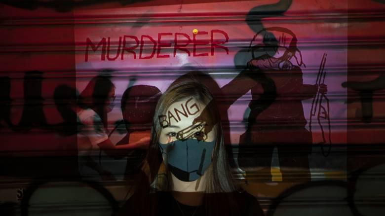 Χονγκ Κονγκ: Φωτογραφίζοντας τους ανθρώπους πίσω από τις μάσκες