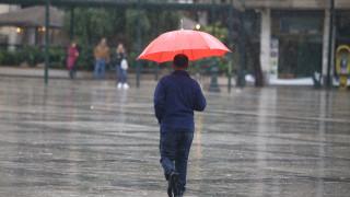 Καιρός: Τοπικές βροχές σήμερα - Πού θα «χτυπήσουν»