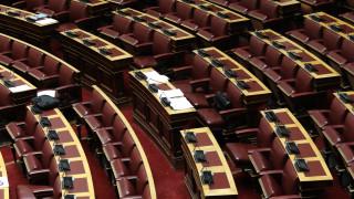 «Φτηνός λαϊκισμός», «δεν είπε τίποτα για την ταμπακιέρα»: Πολιτική κόντρα για το δημοσίευμα των FT