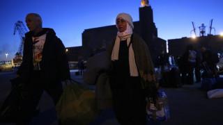 Άφιξη προσφύγων από Μυτιλήνη και Χίο στο λιμάνι του Πειραιά