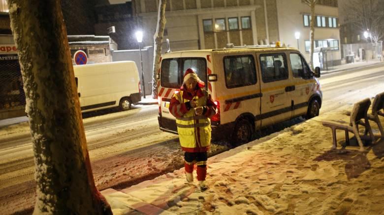 Γαλλία: Ένας νεκρός και 300.000 νοικοκυριά χωρίς ρεύμα λόγω των ισχυρών χιονοπτώσεων
