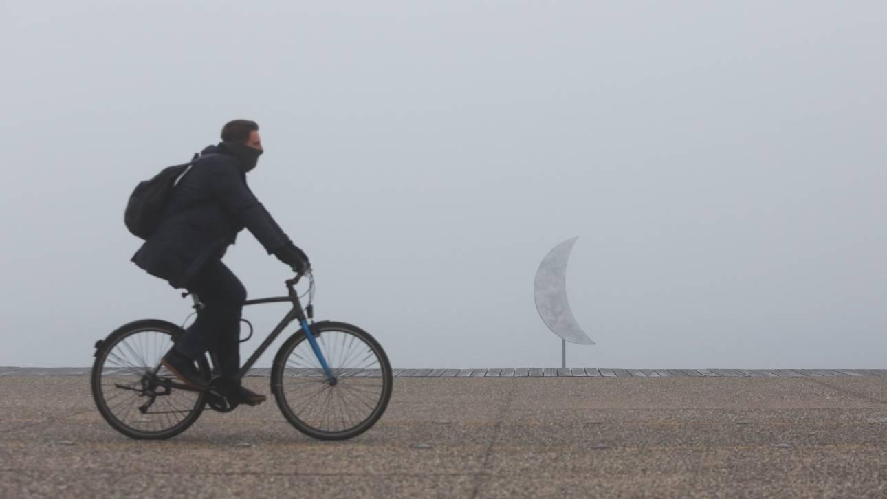 Καιρός: Σποραδικές βροχές και ομίχλη το Σάββατο