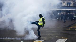 Ένας χρόνος Κίτρινα Γιλέκα: Συγκρούσεις, δακρυγόνα και συλλήψεις στη νέα διαδήλωση