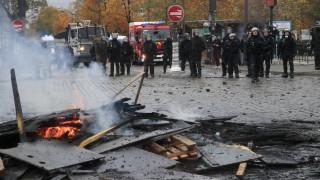 Κίτρινα Γιλέκα ένας χρόνος μετά: Άγριες συγκρούσεις διαδηλωτών με αστυνομικούς στο Παρίσι