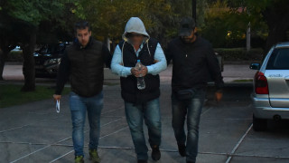 Έγκλημα στα Μέγαρα: «Βοηθούσε όποιον περνούσε από το γραφείο του», αναφέρει κουμπάρος του γιατρού (vid)