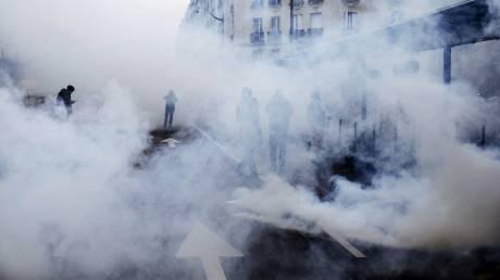 Κίτρινα Γιλέκα: Βίαια επεισόδια, συγκρούσεις και πάνω από 120 συλλήψεις