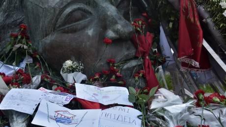 Επέτειος Πολυτεχνείου: Πλήθος κόσμου τιμά την 46η επέτειο της εξέγερσης του Πολυτεχνείου