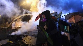 Χονγκ Κονγκ: Η αστυνομία απειλεί τους διαδηλωτές με χρήση πραγματικών σφαιρών