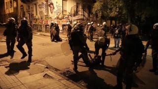 Ένταση και επεισόδια στα Εξάρχεια μεταξύ κουκουλοφόρων και Αστυνομίας