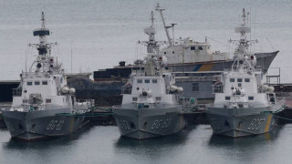Η Ρωσία επιστρέφει στην Ουκρανία τα τρία πολεμικά πλοία που είχε καταλάβει