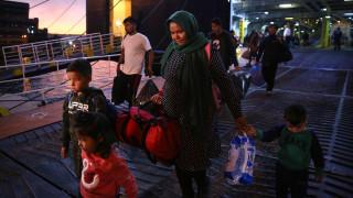 Στο λιμάνι του Πειραιά έφτασαν δύο πλοία με 179 πρόσφυγες