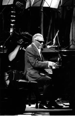 1988, Τώμη. Ο μουσικός της τζαζ, Ρέι Τσαρλς, σε φιλανθρωπική συναυλία στη Ρώμη.